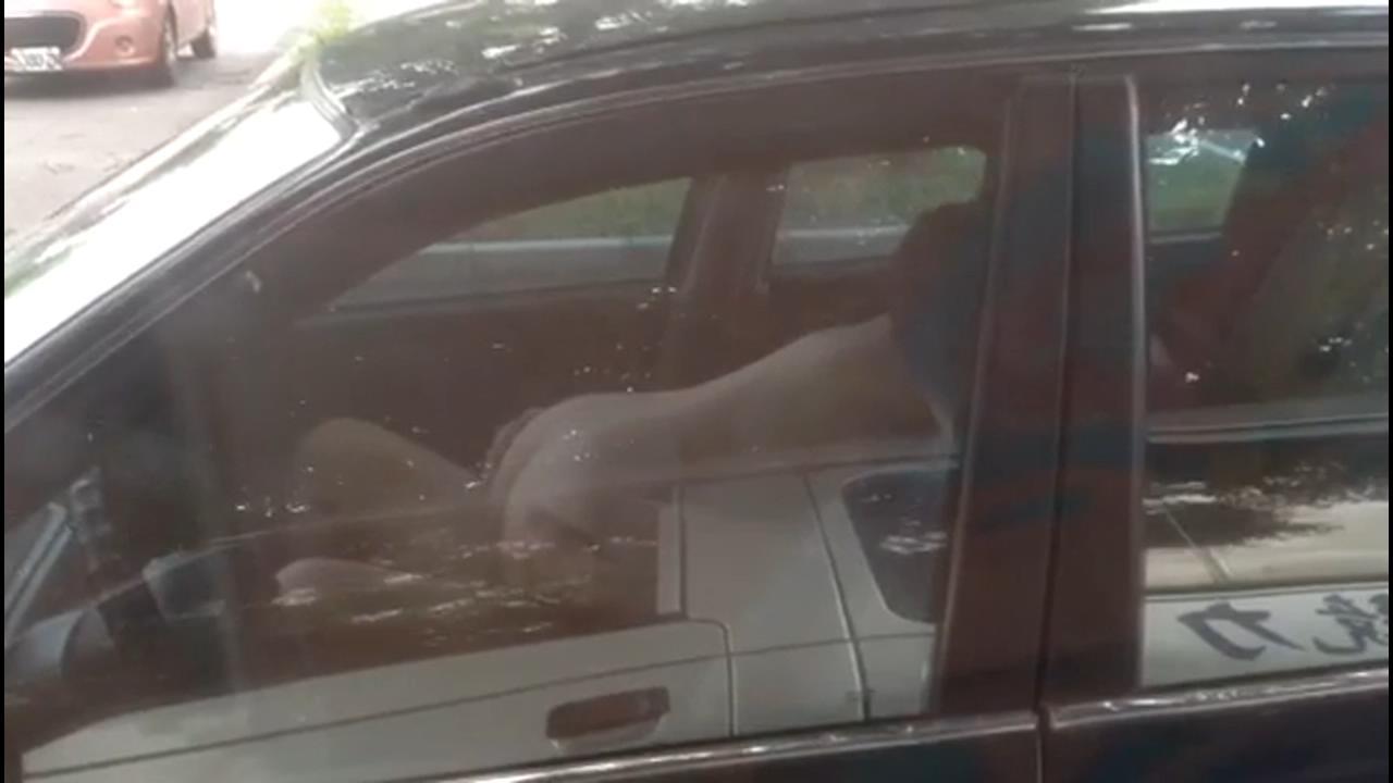 【Google+Mega】[國語]超瘋狂,廣州1對男女,大白天在馬路邊脫光車震,旁邊車裡人一直在拍都沒停